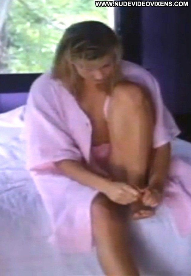 Amy Lindsay The Dark Dancer Celebrity Beautiful Sexy Medium Tits