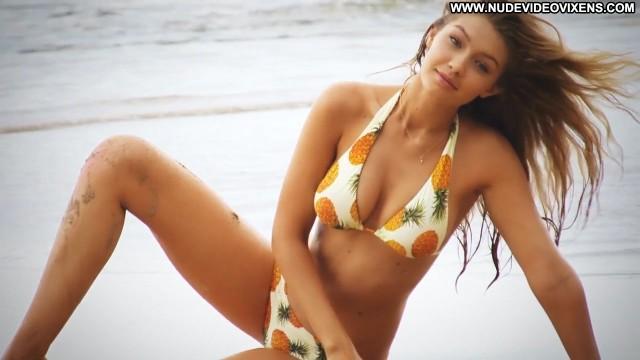 Gigi Hadid Si Swimsuit Hot Medium Tits Blonde Pretty Gorgeous Skinny
