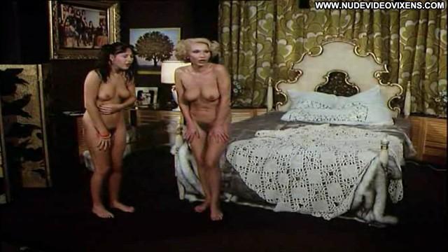 Karin Hofmann Die Munteren Sexspiele Unserer Nachbarn Posing Hot