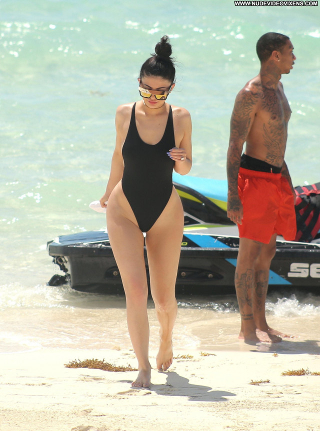 Kylie Jenner No Source Posing Hot Candids Beautiful Swimsuit