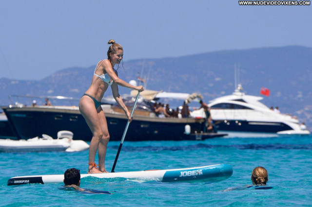 Doutzen Kroes No Source Posing Hot Celebrity Babe Bikini Candids