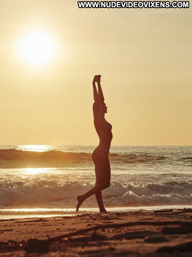 Candice Swanepoel Babe Posing Hot Beautiful Bikini Celebrity Lingerie