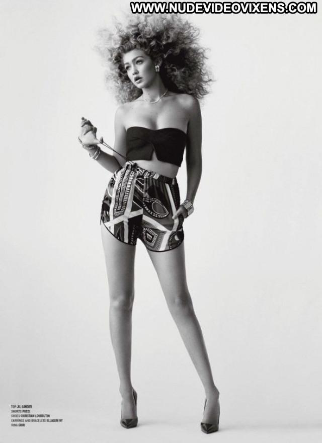 Gigi Hadid V Magazine Babe Posing Hot Magazine Beautiful Celebrity
