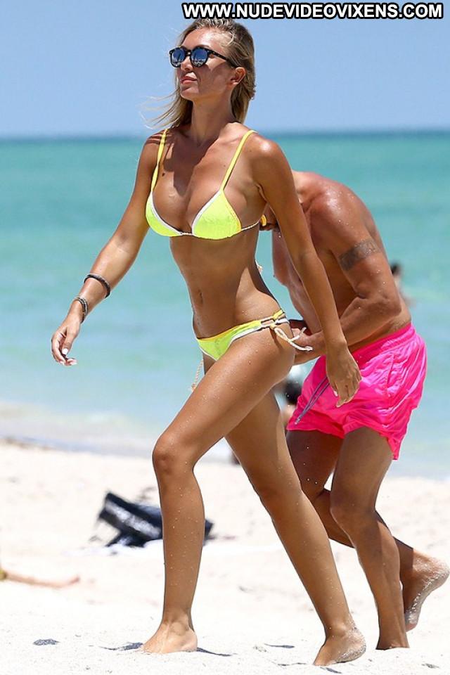 Laura Cremaschi The Beach Topless Usa Paparazzi Italian Celebrity