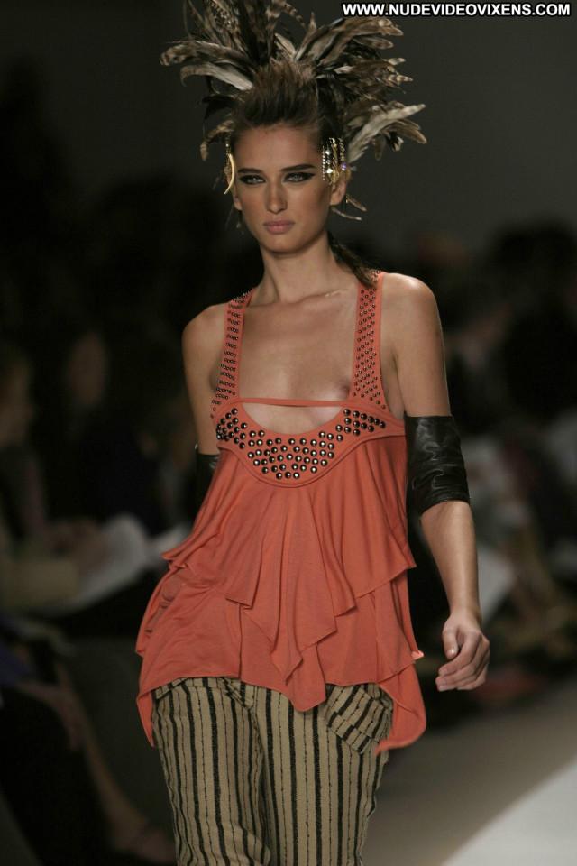 Models Ready To Wear Fashion Posing Hot Sexy Summer Beautiful
