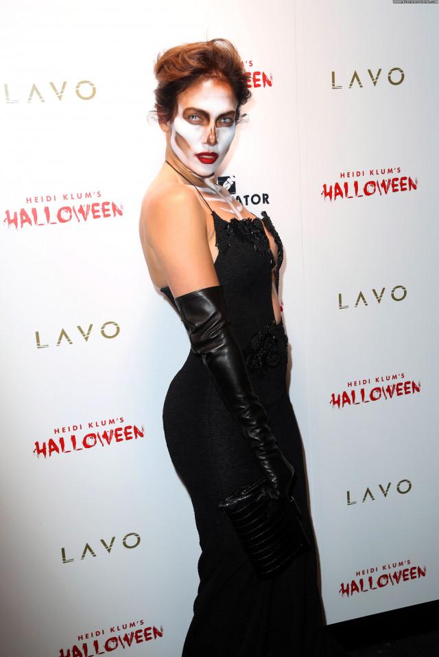 Jennifer Lopez No Source Posing Hot Beautiful Braless American