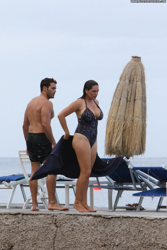 Kelly Brook No Source Swimsuit Curvy Celebrity Babe Actress Posing