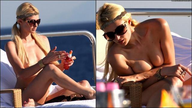 Paris Hilton Posing Hot Beautiful American Oops Celebrity Paris Babe