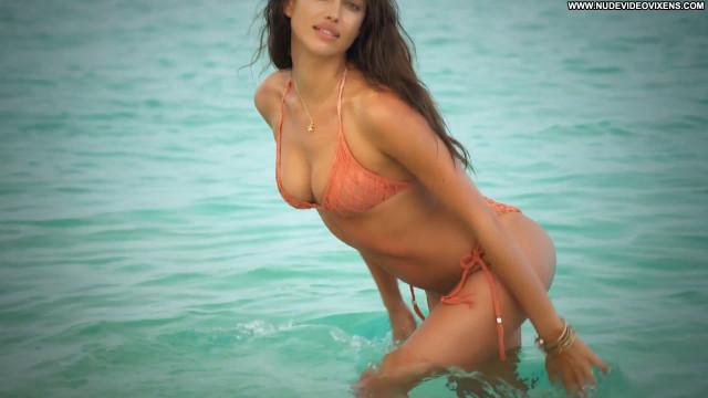 Irina Shayk Sports Illustrated Swimsuit Babe Russian Posing Hot