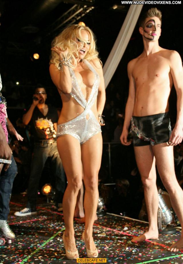 Pamela Anderson Fashion Show Fashion Rich Posing Hot Celebrity Babe