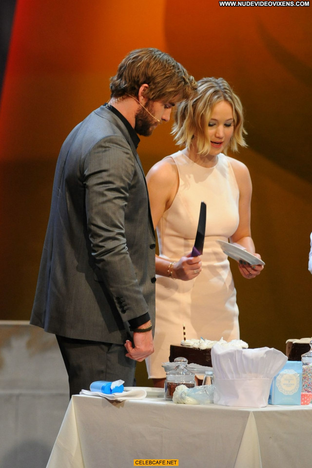 Jennifer Lawrence No Source Posing Hot Austria Babe Upskirt Legs