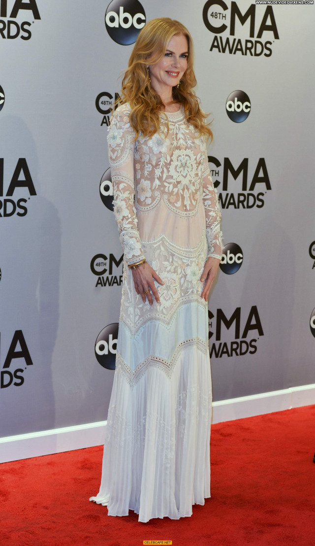 Nicole Kidman Cma Awards Celebrity Babe See Through Awards Posing Hot