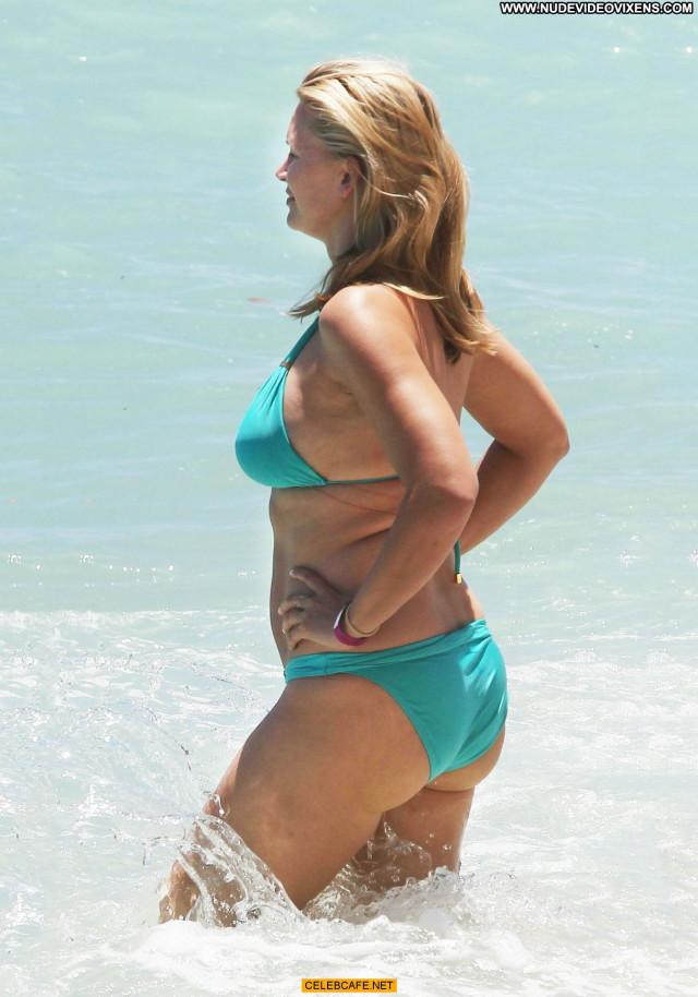 Natasha Henstridge No Source Posing Hot Babe Hawaii Celebrity