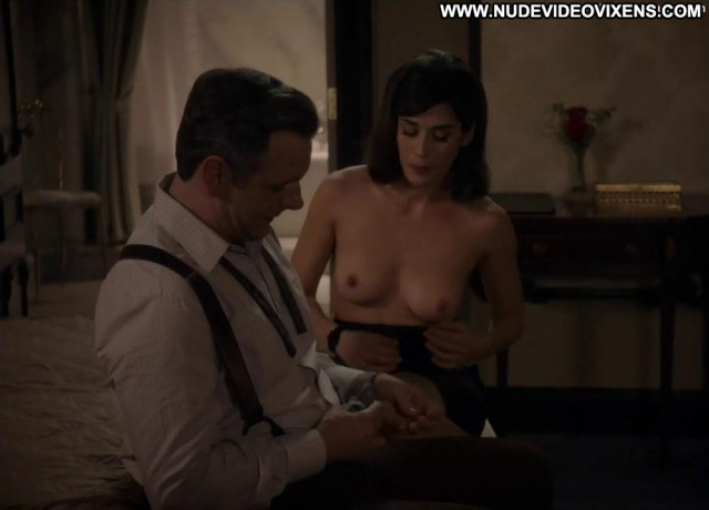 Lizzy Caplan Masters Of Sex Posing Hot Big Tits Toples Celebrity