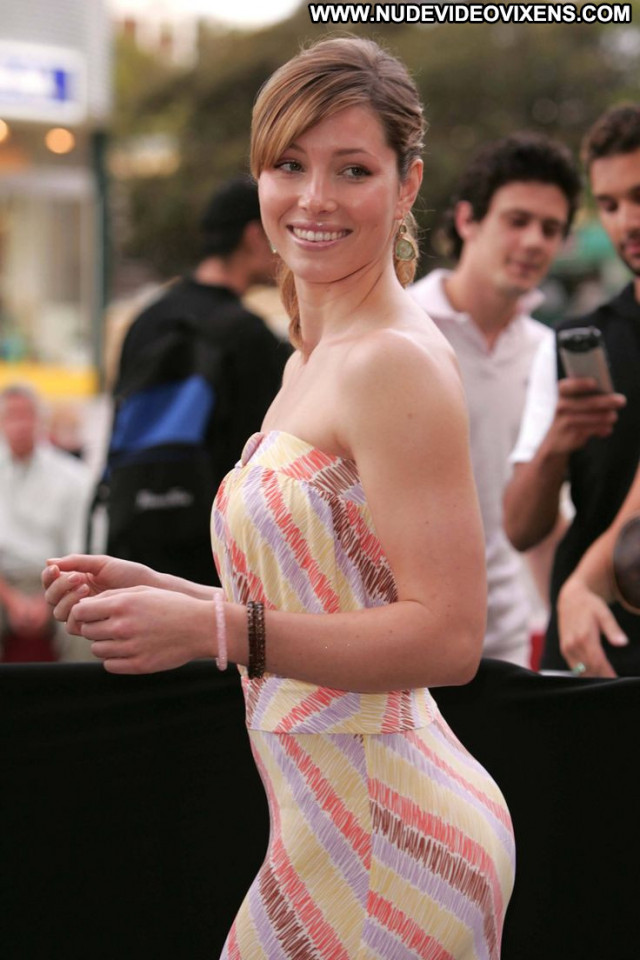 Jessica Biel Beautiful Posing Hot Amateur Glamour Babe Perfect Hot