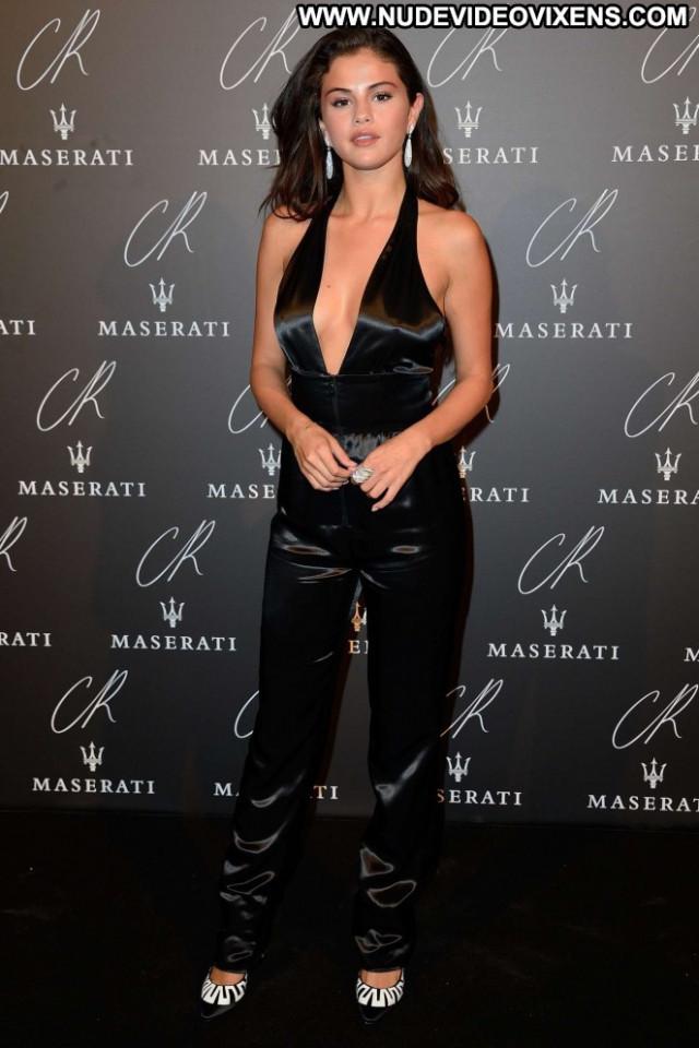 Selena Gomez Paris Fashion Celebrity Beautiful Babe Posing Hot Party