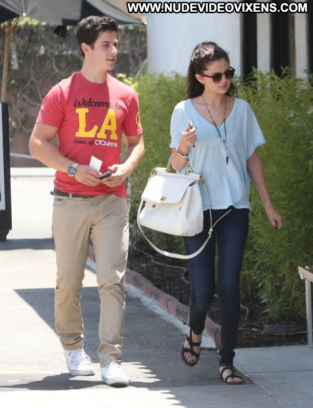 Selena Gomez Babe Posing Hot Beautiful Hollywood Celebrity Paparazzi