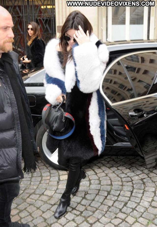 Kendall Jenner Fashion Show Paparazzi Beautiful Celebrity Posing Hot
