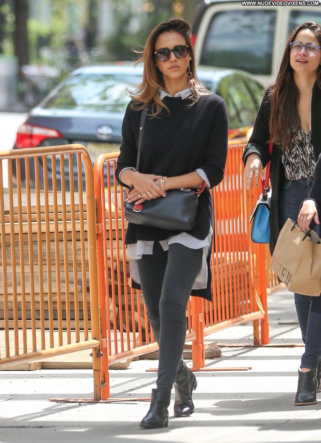Jessica Alba No Source  Jeans Park Babe Beautiful Celebrity Posing
