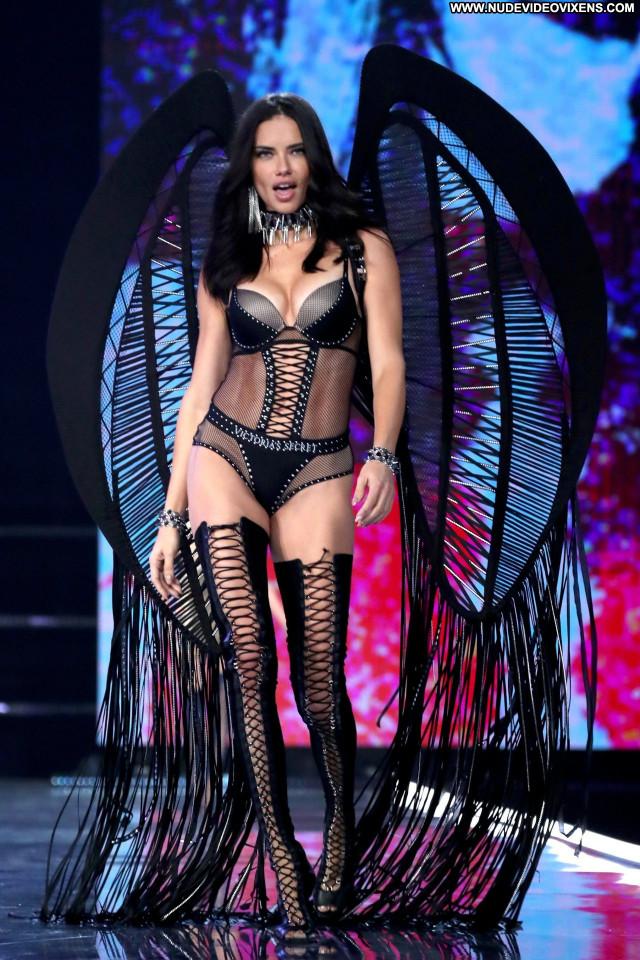 Candice Swanepoel Fashion Show Babe Posing Hot Sex Pussy Beautiful