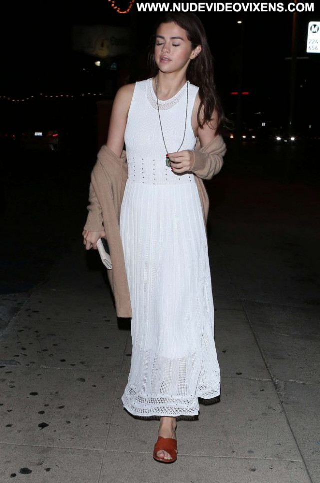 Selena Gome No Source Paparazzi Babe Posing Hot Beautiful Celebrity