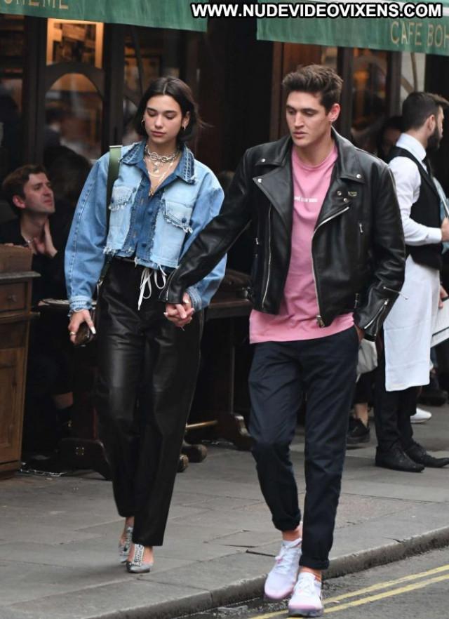 Dua Lipa No Source Celebrity London Posing Hot Beautiful Paparazzi