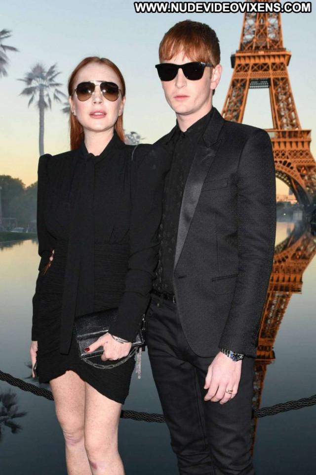 Lindsay Lohan Fashion Show Babe Paris Posing Hot Celebrity Paparazzi