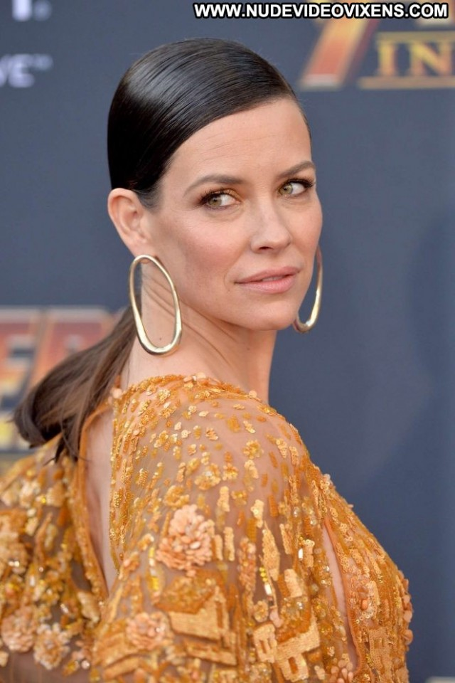 Evangeline Lilly Los Angeles Paparazzi Beautiful Angel Posing Hot Los