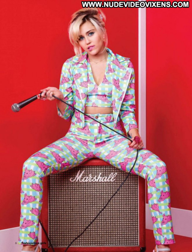 Miley Cyrus S Magazine Magazine Posing Hot Celebrity Beautiful