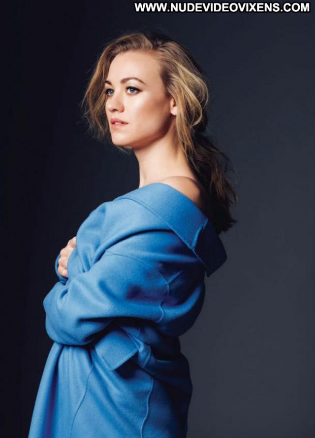 Yvonne Strahovski S Magazine Celebrity Magazine Beautiful Babe Posing