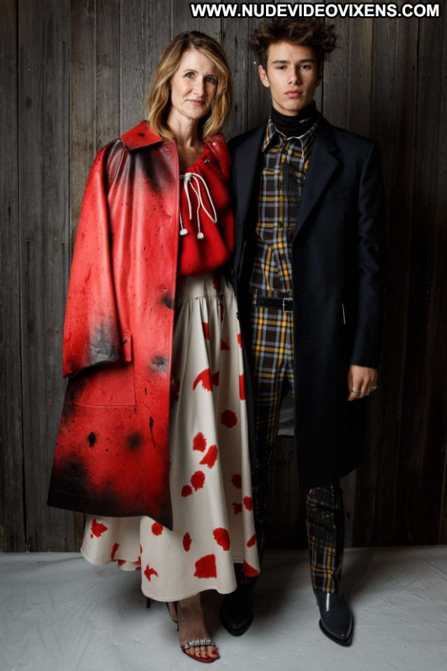 Laura Dern Fashion Show New York Posing Hot Celebrity Paparazzi Babe