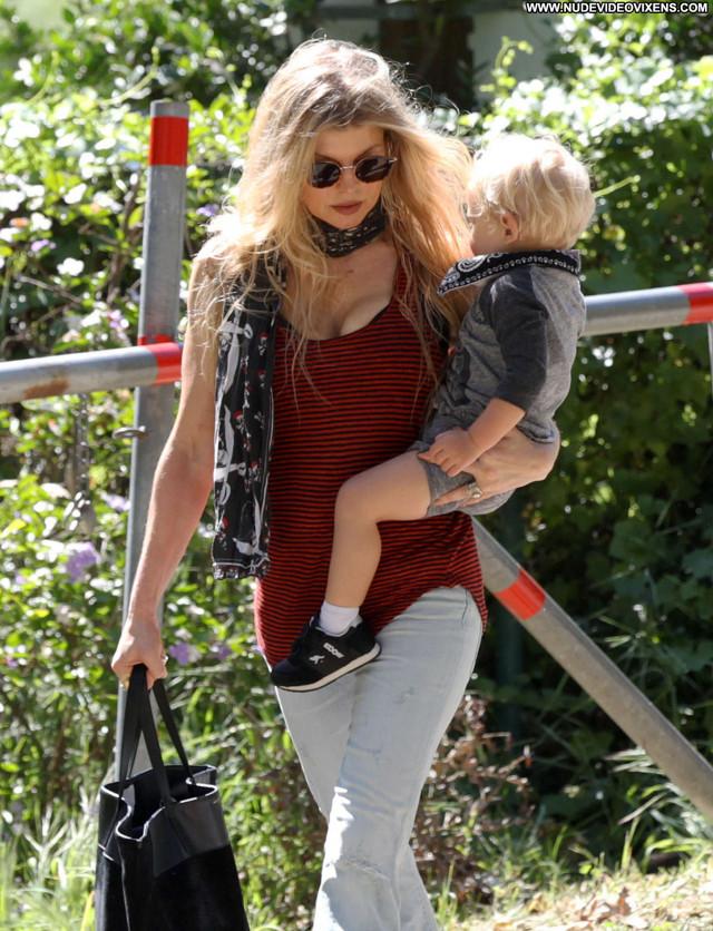 Fergie No Source  Celebrity Paparazzi Babe Posing Hot Beautiful